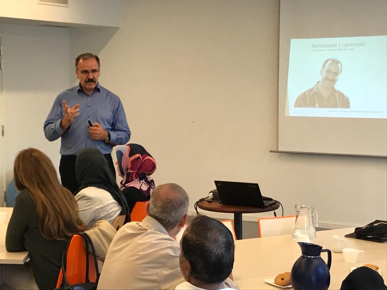 Ahmet Demir. Foredrag